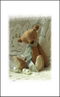 Biscuit, vintage style hand sewn art bear.