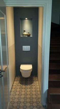 Wall hung designer modern toilet love the tiled floor Small Toilet Room, Guest Toilet, Downstairs Cloakroom, Downstairs Toilet, Wall Hung Toilet, Beautiful Small Bathrooms, Tiny Bathrooms, Wc Design, Toilet Design