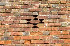 Little vent detail in garden wall, adjacent to Winchester Cathedral. The central brick is supported on a piece on slate in the bed joint.