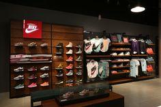 Fui invitado a la apertura de la nueva Nike Store en Guadalajara. Te preguntarás… ¿Y qué tiene de especial la tienda número 53 que se abre en México? Pues bueno, te platicaré qué es lo que vi a tra…