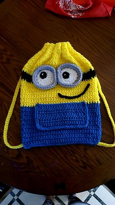Minion Rucksack Häkelanleitung auf ravelry - für CAD Pattern uses approximately one ball of Red Heart Super Saver yellow and blue and leftover bits of black, grey and white. Minion Bag, Minion Crochet Patterns, Minion Pattern, Crochet Backpack, Backpack Pattern, Drawstring Backpack, Crochet Handbags, Crochet Purses, Toddler Busy Bags