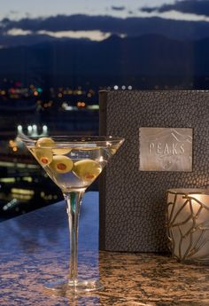 Up or on the rocks? Just tell us how you'll want your martini (at Hyatt Regency Denver's Peak Lounge). #Lounge #Martini #Alcohol