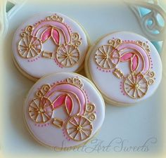 Princess carriage cookie by SweetArtSweets Decription reads pizza cookies, which the link takes you to; pinned for Carriage cookie that's not available. Cookies For Kids, Fancy Cookies, Iced Cookies, Cute Cookies, Royal Icing Cookies, Cupcake Cookies, Sugar Cookies, Disney Princess Cookies, Disney Cookies