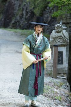 The Best Examples for Korean Street Fashion Korean Hanbok, Korean Dress, Korean Outfits, Korean Fashion Kpop Bts, Korean Fashion Street Casual, Korean Traditional Dress, Traditional Dresses, Mysterio Spiderman, My Shy Boss