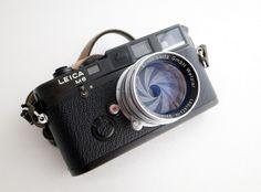Leica in black Old Cameras, Vintage Cameras, Nikon D700, Photo Lens, Classic Camera, Leica Camera, Lomography, Photography Camera, Photography Equipment