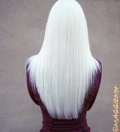 White Hair Purple Tips ~ The Fight Within Her White Blonde Hair, Platinum Blonde Hair, Icy Blonde, Brown Hair, Hair Color Balayage, Ombre Hair, Wavy Hair, Super Hair, Dream Hair