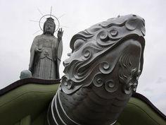 This rather modern remodel of a temple has kannon-sama and turtle friend (possibly Genbu?) overlooking Nagasaki. Ian Lewis (hace 80 meses) Yup, it's Fukusaiji ¿Quieres darle formato a tu comentario? Por 二葉 M。T。 Shen+ Agregar contacto Esta foto se tomó el 20 de marzo, 2005. 106 vistas 1 comentario Esta foto pertenece a Galería de 二葉 (203) ← Foto más antigua Esta foto también aparece en Buddha Images (grupo) Hallowed Ground (grupo) Etiquetas naga