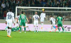 Bursa 1-1 FB Süper Lig 10. Hafta maçın kritik anlarından. Hasan Ali'den seken top üst direkten döndü.