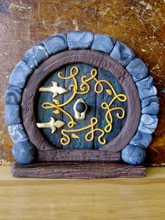 """""""Creator's Joy: Hobbit Doors out of Fimo or Sculpey: polymer clay fairy house"""" pinning for the door design! Polymer Clay Fairy, Sculpey Clay, Polymer Clay Projects, Polymer Clay Creations, Hobbit Door, The Hobbit, Clay Fairy House, Fairy Houses, Biscuit"""
