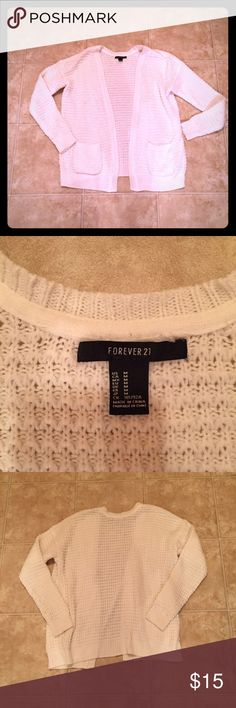 White/Cream Oversized Sweater! White/cream oversized sweater! Size M! From Forever 21! Minor pilling! SO COMFY! Has been worn before but still in good condition! Open to reasonable offers Forever 21 Sweaters Cardigans