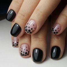 Llevar las uñas cortas no es sinónimo de ser aburrida. Aquí la prueba. | 16 Ideas de uñas con esmalte negro que amarás si tienes alma gótica