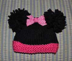 Free knitting pattern: Minnie Mouse for sizes Micro Preemie through Newborn. Step by step directions and photos.