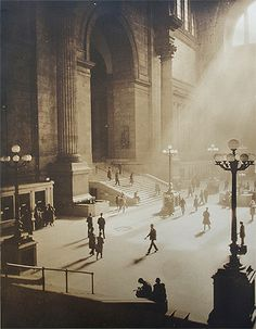 Penn Station, New York - 1930 Old Pictures, Old Photos, Vintage Photos, Rain Pictures, Vintage Photography, Street Photography, Photography Magazine, Berenice Abbott, Nyc