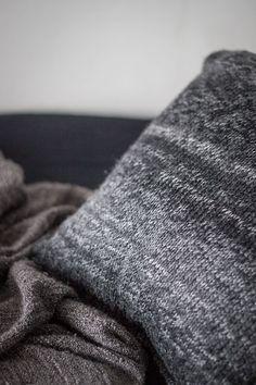 Kuddfodral av stickad tröja av Stinas tillvaro