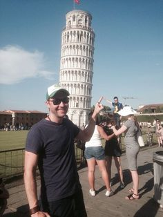 Guy Trolls Other Tourists Near The Leaning Tower Of Pisa, Takes The Best Pics Of Them All