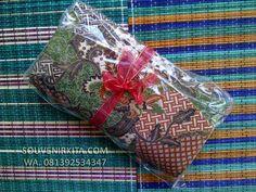 Souvenir Pernikahan Murah: Dompet Batik Besar