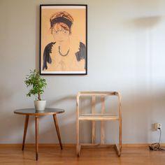 Klassisch anmutend, Material natürlich. Dieser Sessel bekommt durch das Walnussholz eine ganz spezielle klassische Note. Zu finden auf: www.atelier-schenboeck.at Material, Note, Chair, Home Decor, Atelier, Classic, Armchair, Decoration Home, Room Decor