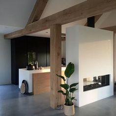 Stijl: Dit huis heeft het strakke van jullie huis, hier zie je goed wat hout doet met de ruimte.