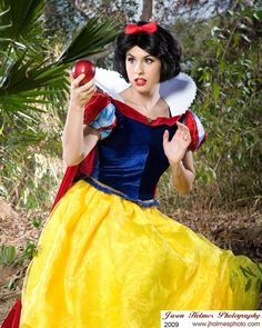 Disney´s Animation Movie: Snowhite. Cosplayer: Traci Hines 'aka' The Real Little Mermaid. Cosmaker: Castle Corsetry. Photo; Jason Holmes, 2009.