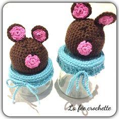 Pots pour dragées pour un baptêmes la tête de l'ourson sur le site de @magazineprima et le couvercle par moi #customisation #bapteme #crochet #crochetaddict #couvercle #Padgram