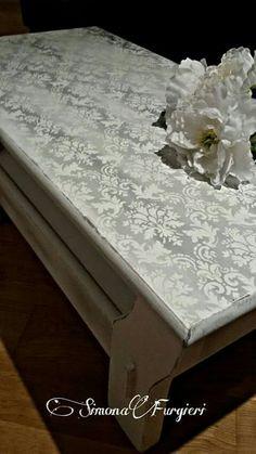 Tavolino shabby decorato