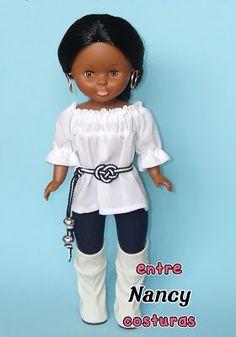 Nancy entre costuras: Con solo un cambio de color Mini Shorts, Nancy Doll, American Girl Crafts, Little Doll, Ag Dolls, Vintage Dolls, Doll Clothes, Barbie, Ruffle Blouse