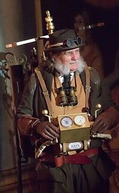cloggo:    STEAMPUNK  Steampunk GPS. (Binoculars are to cheat with by reading distant signposts)