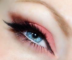 Mango cat eye makeup