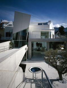 Villa S. - Coop Himmelb(l)au Contemporary Architecture, Interior Architecture, Deconstructivism, Container Architecture, Himmelblau, Zaha Hadid, Deconstruction, Urban Landscape, Design Firms