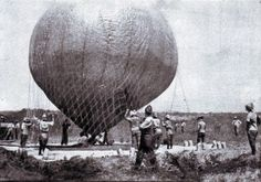 Launching the balloon during the Battle of Magersfontein, during the Second Boer War, on December 1899 Air Balloon, Balloons, War Novels, World Conflicts, British Colonial, British Army, African History, Old Pictures, South Africa