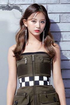 Tzuyu (Twice) Kpop Girl Groups, Korean Girl Groups, Kpop Girls, Pretty Asian, Beautiful Asian Women, Nayeon, K Pop, Korean Beauty, Asian Beauty