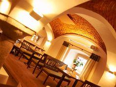 Restaurant Schüdlbauer in Braunau Restaurant, Mirror, Architecture, Furniture, Home Decor, Fine Dining, Basement, Lighting, Arquitetura