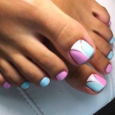 Semi-permanent varnish, false nails, patches: which manicure to choose? - My Nails Pedicure Nail Art, Pedicure Designs, Toe Nail Designs, Toe Nail Art, Art Designs, Pretty Toe Nails, Cute Toe Nails, Ongles Roses Clairs, Hair And Nails