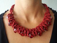 Statement Ketten - Rotes Farbenspiel - Kordelkette mit Kesselsteinen - ein Designerstück von Patikreli bei DaWanda