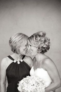 Beautiful mother daughter wedding portrait (Photo by Briana Marie Photography) Doesn't have to be a wedding photo #weddingphotographyposes,