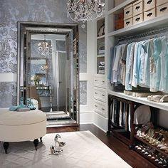 Evinizin küçük bir bölümünü giyinme odasına dönüştürmek adına birbirinden farklı fikirler mevcut.