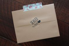 Rustic Kraft Sealed with love stickers // #envelopeseals #stickers #rustic #wedding #weddingstickers #love #stationery #stationary #paperlaced