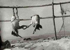 Sergio Larrain's Vagabondages at the Henri Cartier Bresson Foundation Henri Cartier Bresson, Magnum Photos, Old Photos, Vintage Photos, Street Photography, Art Photography, Fishing Photography, Iphone Photography, Lee Friedlander