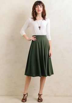 This chic forest green midi skirt is designed with a voluminous trapeze silhouette for a feminine feel. Complete with an elastic waistband for a defined figure and a luxuriously soft fabric to ke...