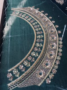 Zardozi Embroidery, Tambour Embroidery, Floral Embroidery Patterns, Hand Work Embroidery, Couture Embroidery, Embroidery Suits, Embroidery Fashion, Hand Embroidery Designs, Hand Work Design