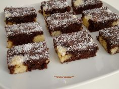 Choco kokos cake van AH Kokos Desserts, Sweet Desserts, Sweet Recipes, Delicious Desserts, Pie Cake, No Bake Cake, Cake Recept, Different Recipes, Mini Cakes