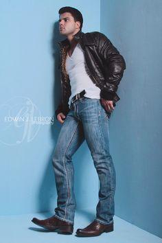 Western Cowboy Style At Eagle Ages we loves cowboy boots. Leather Fashion, Leather Men, Mens Fashion, Leather Jacket, Black Leather, Estilo Cool, Biker, Well Dressed Men, Cowboy Boots