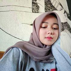 Setahunbaru: Happy Hijab Girl Has a Love