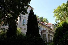 Praha neznámá - U Nikolajky Czech Republic, Mansions, House Styles, Recipes, Home Decor, Decoration Home, Manor Houses, Room Decor, Villas