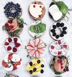 Quick Healthy Breakfast Ideas & Recipe for Busy Mornings Bagel Bar, Bagel Sandwich, Bagel Toppings, Deli Sandwiches, Bagels, Quick Healthy Breakfast, Healthy Snacks, Brunch Recipes, Breakfast Recipes