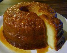 Alistar los ingredientes. Hacer el caramelo en un molde metálico. Colocar el azúcar de a poco y a medida que se va derritiendo revolver con una cuchara de madera e i...