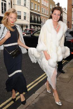 Capas e casacos para noivas de inverno | O blog da Maria. #casamento #vestidodenoiva #famosos #ChloeDelevingne #PoppyDelevingne