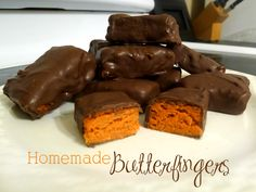 I love Butterfingers.  When I saw the recipe for homemade butterfingers on Pinterest, I knew I had to give it a try.  The best part is that...