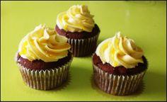 Cupcakes de maracuyá  http://mundo-larpeiro.blogspot.com.es/2014/04/taller-aniquilado-y-cupcakes-de-maracuya.html