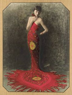 Photo of American actress Anna May Wong She debuted in The Toll of the Sea and appeared in The Thief of Bagdad starring Douglas Fairbanks Twiggy, Hollywood Glamour, Old Hollywood, Hollywood Fashion, Hollywood Actresses, Belle Epoque, 1930s Fashion, Vintage Fashion, Vintage Photography